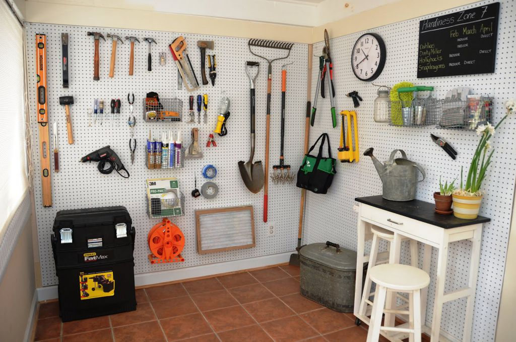 Incepe curatenia de primavara in curte – 12 unelte performante de care ai nevoie la gradinarit
