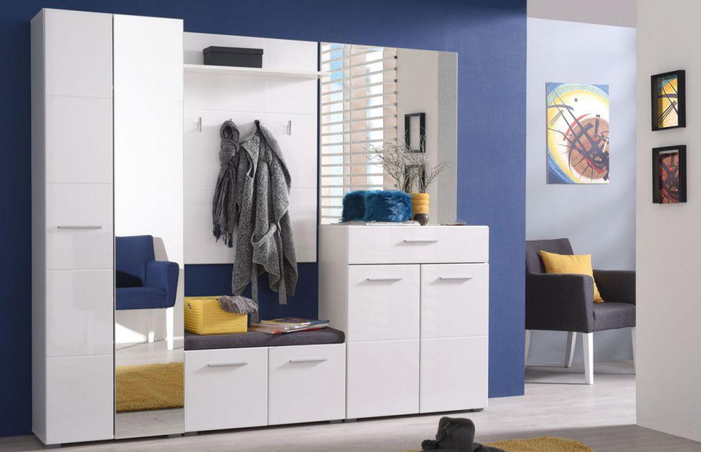 Cuiere albe si seturi de mobila pentru un hol in tendinte actuale