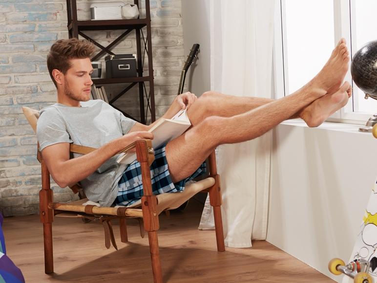Pijamale pentru barbati sau pantaloni tip trening. Elegant si comod, in acasa!
