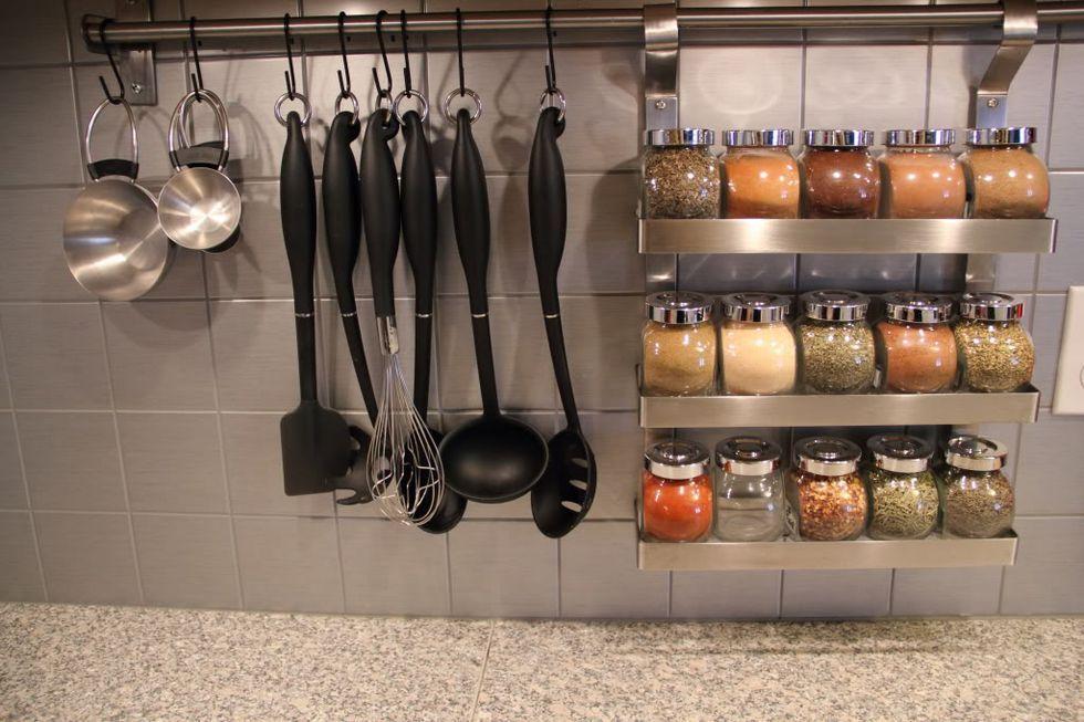 Suporturi de condimente - un ajutor de nadejde si cel mai bun organizator din bucatarie