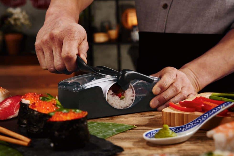 Cauti sa faci sushi acasa? Vezi aceste aparate si accesorii utile