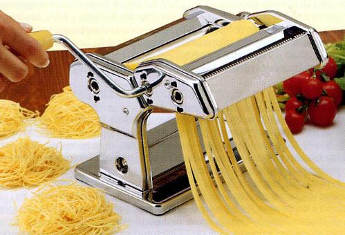 Masini de facut paste si taitei acasa - manuala sau electrica?